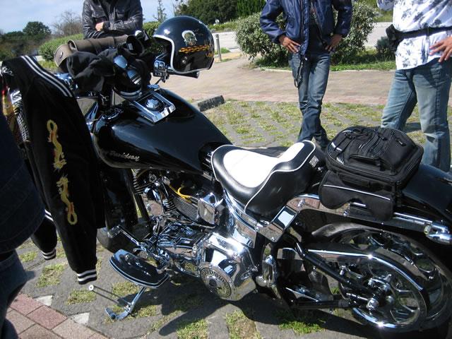 クロームたくさんなバイク