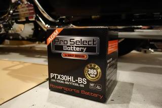 ハーレー FLHR 6 年ぶりのバッテリー交換