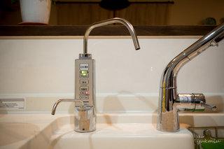 浄水器にある弱酸性ボタンで次亜塩素酸水